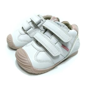Biomecanics deportivo bebé piel blanco rosa