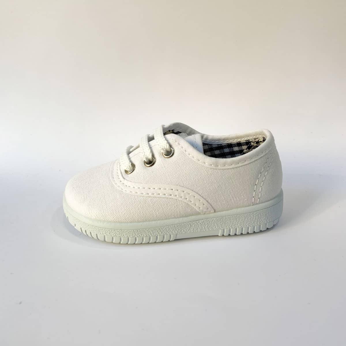 2c125035f Vulpeques zapatillas blancas lona básicas con cordones   Zapatines