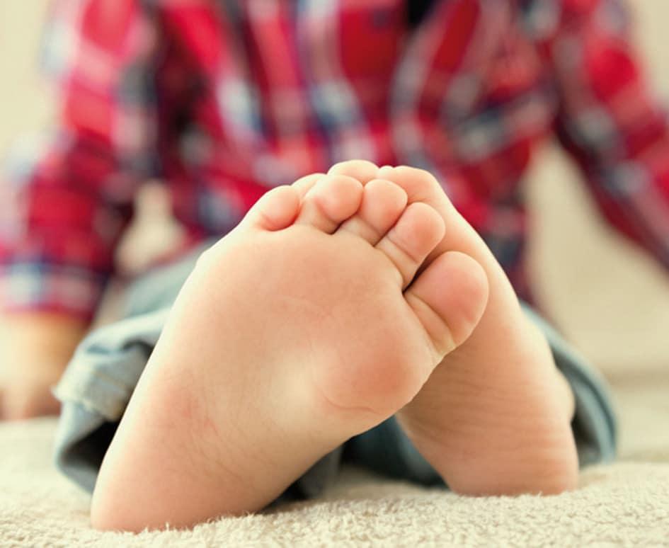 zapatos de niños en piel