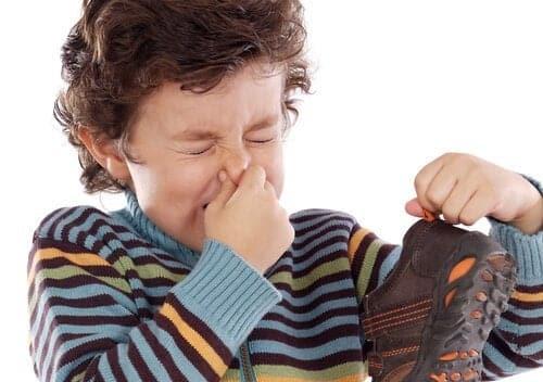 mal olor de pies en niños pequeños