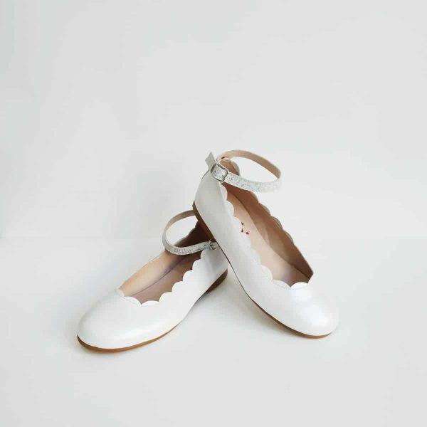 zapatos de vestir para niña en blanco