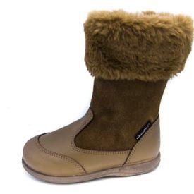 bota alta en piel color marrón taupe con cuello de pelito y cierre de cremallera Titanitos